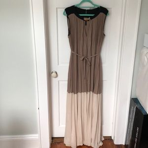 Long block colored Pleated dress